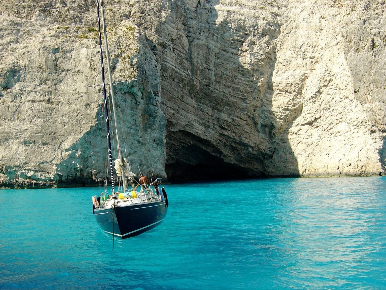 Sailing to lefkas with Lepanto Yachting